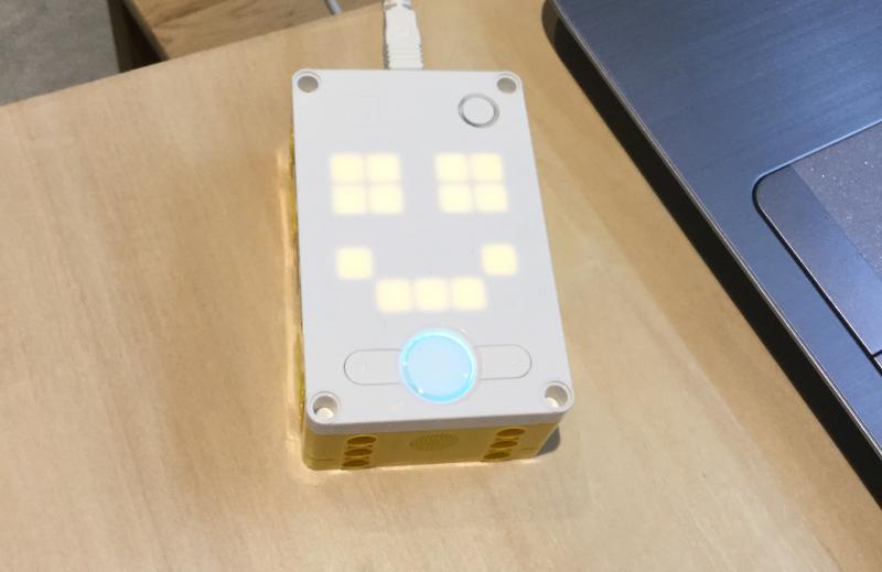 レゴSPIKEプライムの心臓部である制御ハブにはLEDが25個搭載