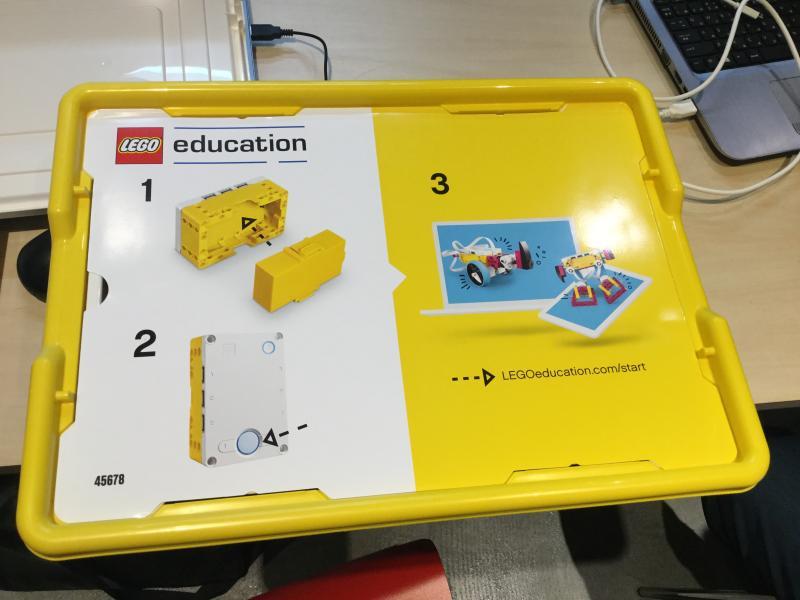 レゴSPIKEプライムの外箱、黄色が目印